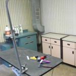 pet grooming table and tools